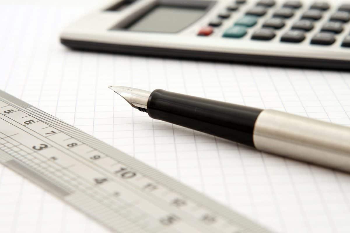 Füller, Lineal und Taschenrechner
